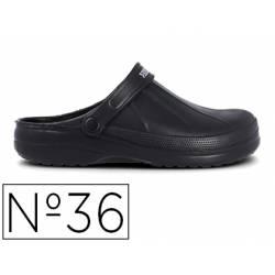 Zueco marca Paredes Color Negro talla 36